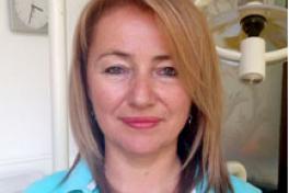 Mallorca Ärzte Zahnärztin Dr. Adriana Besa in Clinica Picasso Palma Porträt