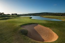 Mallorca Golf Park Puntiro Bunker und See