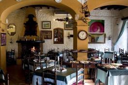 Mallorca Restaurants Santa Maria del Cami Celler Sa Sini innen